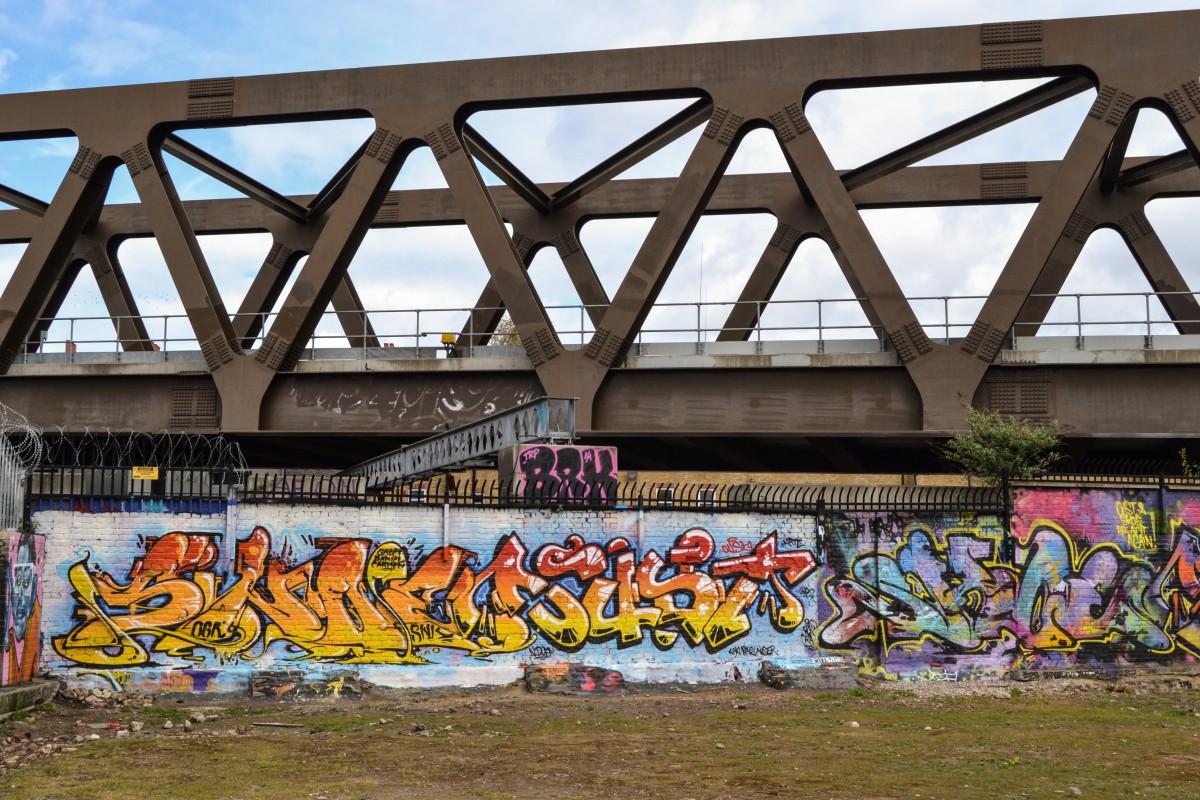 Londra_Brick Lane graffiti ponte