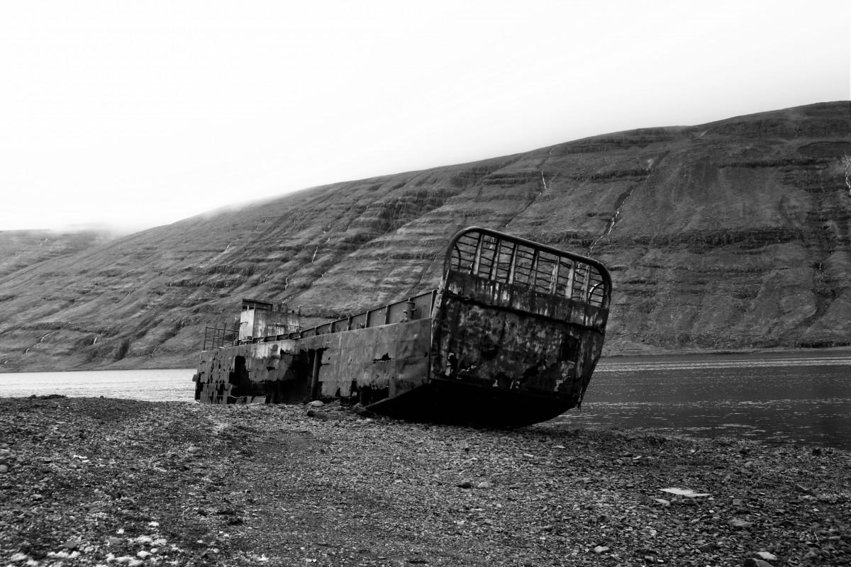 Islanda_nebbia e relitti 1