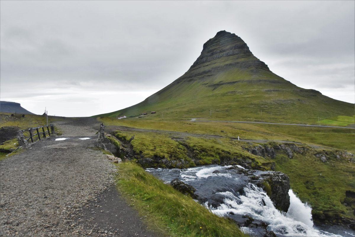 kirkjufell cascate islandesi
